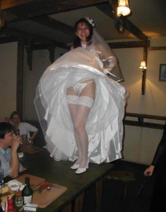 невест под видео юбкой