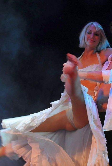 фото на танцах засветила трусами