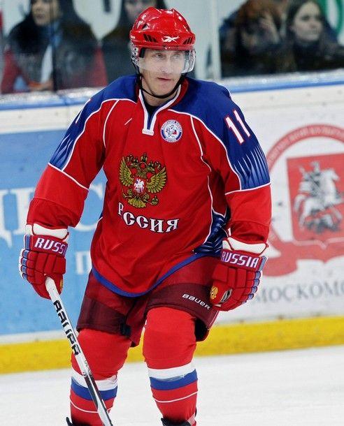 Путин-хоккеист (13 фото)