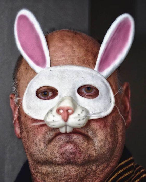 Толстая в костюме кролика