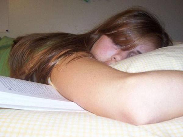 Голая сестра спит фото 17426 фотография