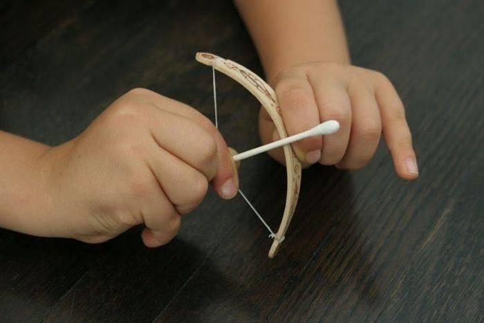Как сделать лук со стрелами из бумаги