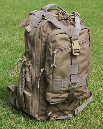 Тактический рюкзак предназначен для самых необходимых вещей: оружейных магазинов, оптики, продуктов, воды...