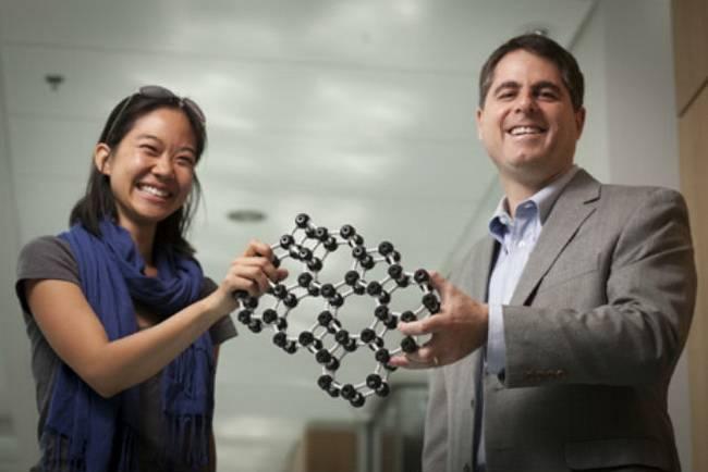 Создано самое тонкое в мире стекло толщиной всего в два атома (3 фото)