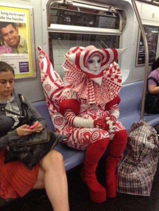 Странные люди в метро 54 фото