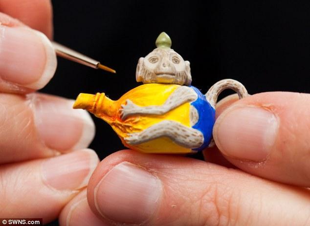 Крохотные скульптуры животных (12 фото)