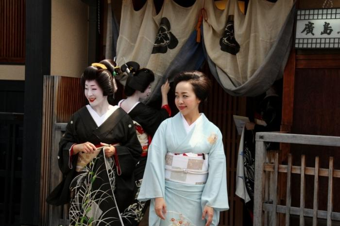 Прическу как у гейши