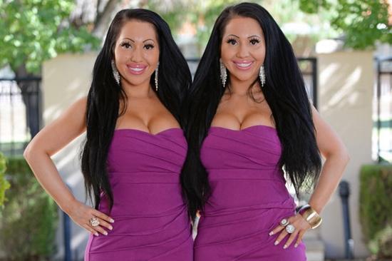 близнецы занимаются сексом: