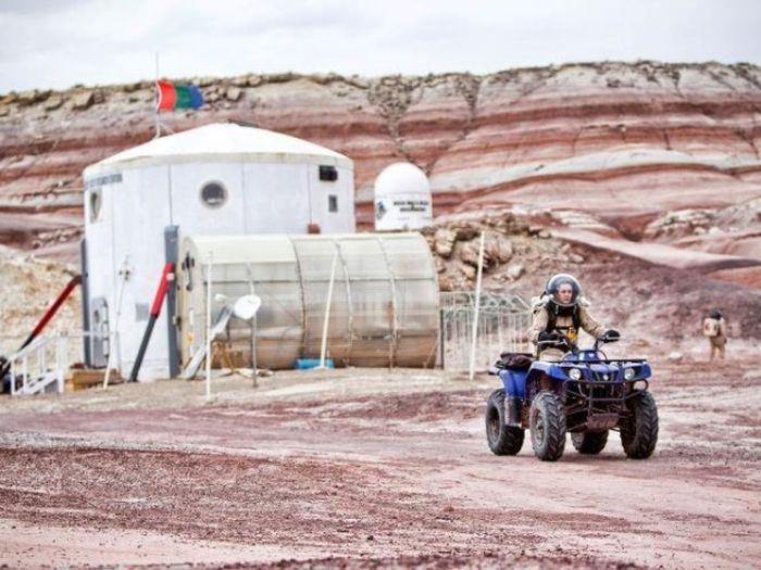 Имитация жизни на Марсе (24 фото)