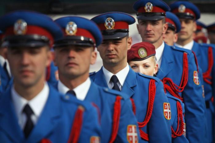 Srpske vojne djevojke (24 fotografije)