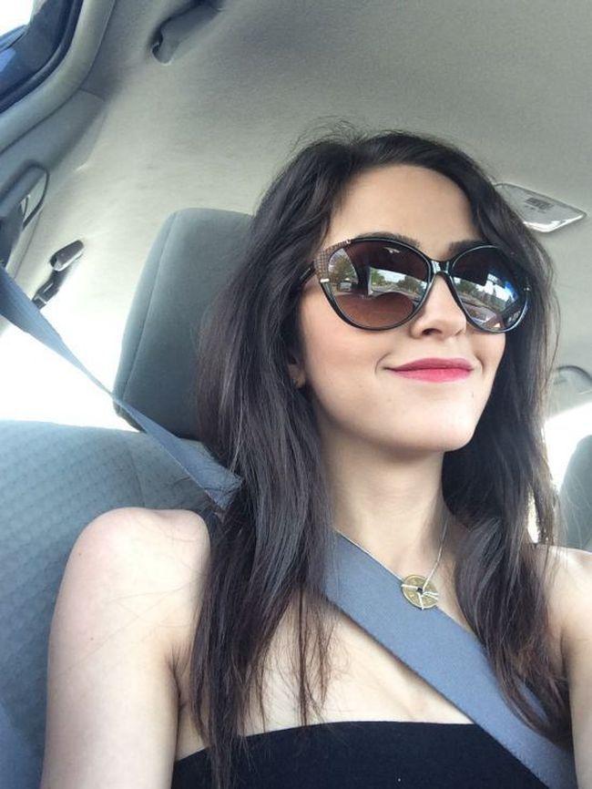Фото цветка в машине
