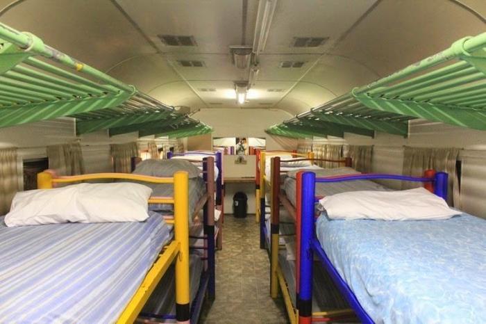 Hostel u starom vlaku (9 fotografija)