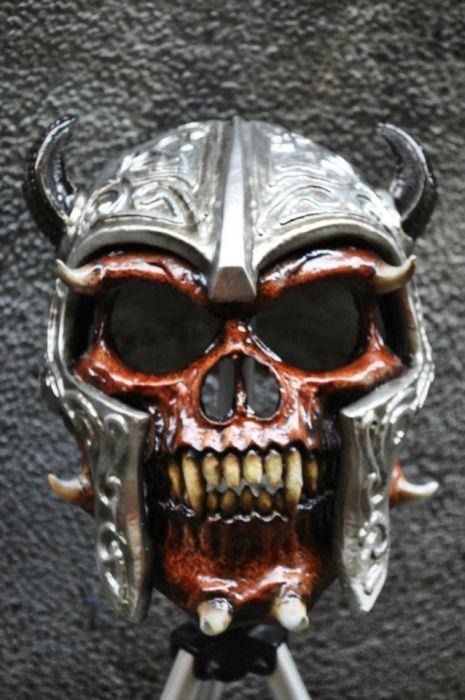 Opake i zastrašujuće moto kacige (30 fotografija)