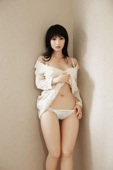 Секс с живой куклой японский