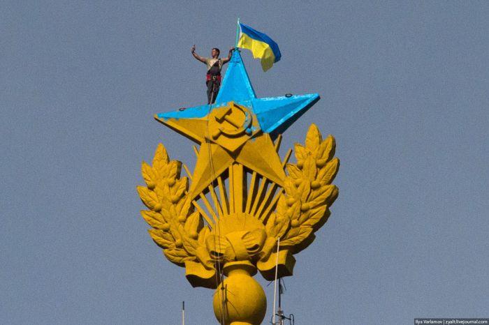 В Грузии путинских байкеров вынудили самих срезать георгиевские ленточки - символ российской оккупации - Цензор.НЕТ 7633