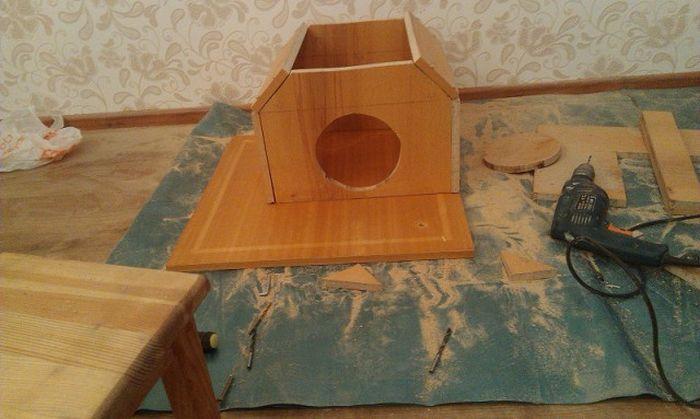 Кошачий домик с когтеточкой своими руками фото