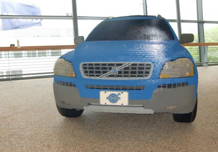 Внедорожник Volvo XC 90 из сотен тысяч кубиков LEGO (8 фото)