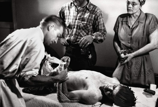 country doctor photographic essay From the country doctor, life magazine ©w eugene smith click on the image to see the entire photo essay.