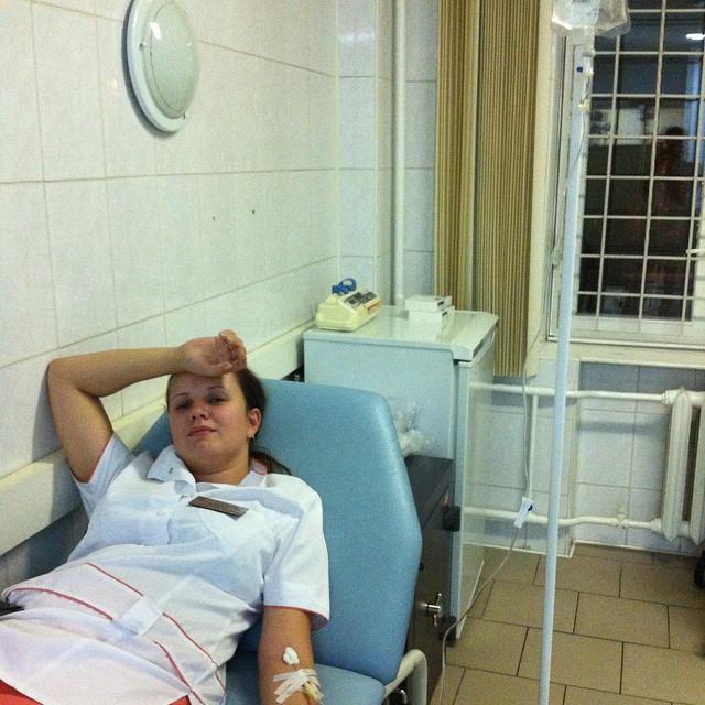 Фото под халатом у медсестры фото