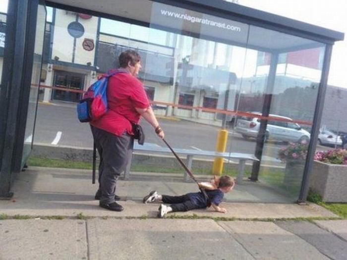 Не самые хорошие родители (34 фото)