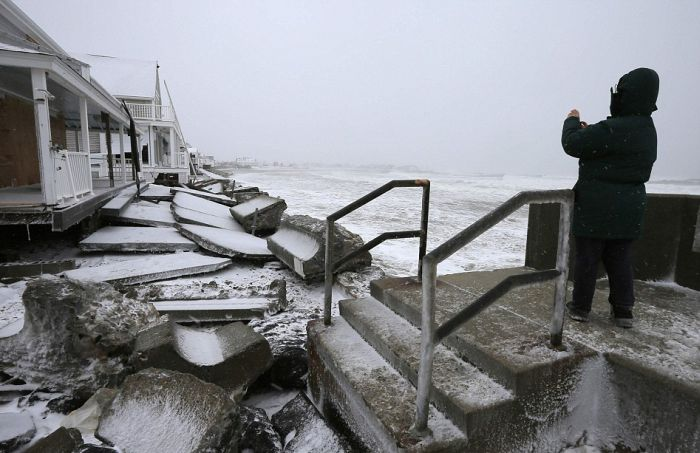 В США, устраняют последствия сильной снежной бури (24 фото)