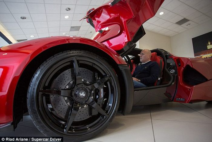 Миллионер купил сразу 3 гиперкара (14 фото)
