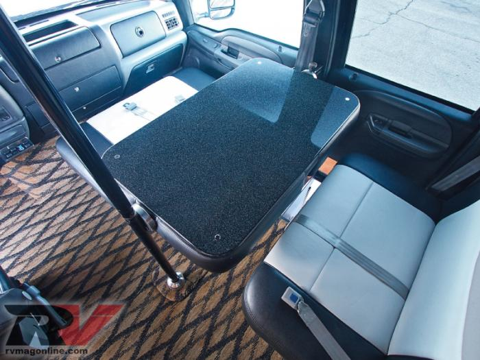 Ford F-750 Dunkel Luxury Hauler 4х4 (12 фото)