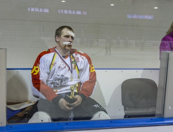 Трус не играет в хоккей! (36 фото)