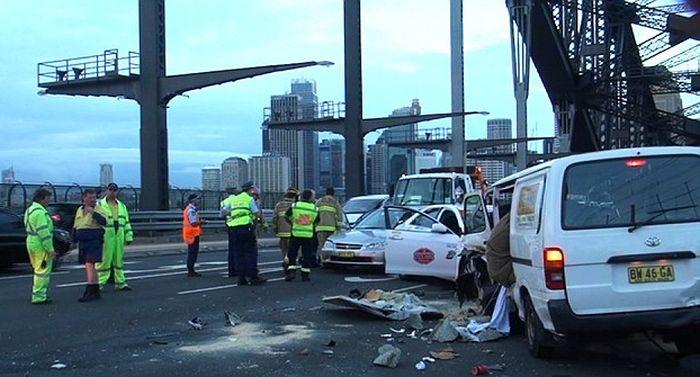 В среду в Сиднее, Австралия, на мосту Харбор-Бридж