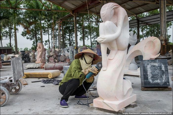 Как делают каменные скульптуры во Вьетнаме (21 фото)