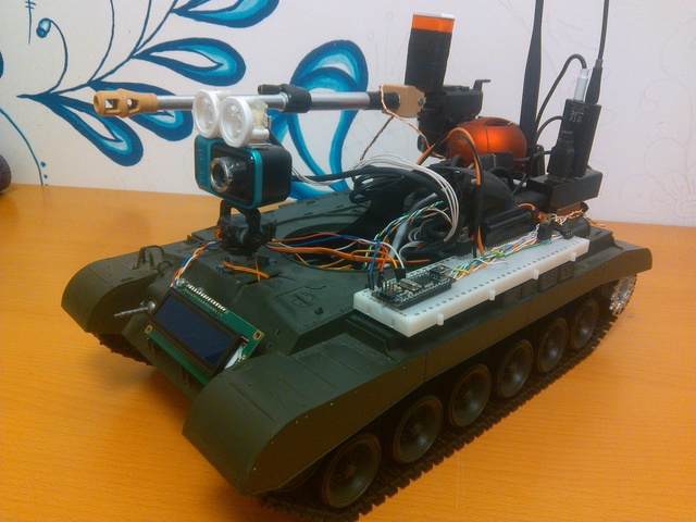 Строим роботанк с управлением по Wi-fi (6 фото+видео)