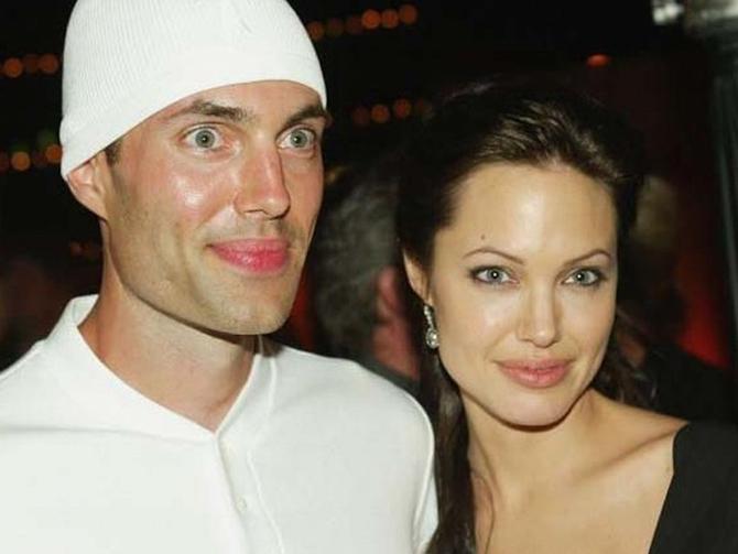 Брэд Питт осуждает Джоли винформационных вбросах