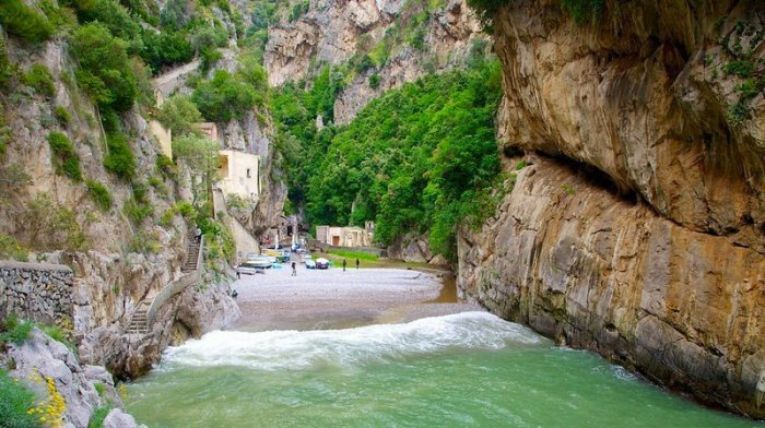 Фуроре – несуществующая деревня в Италии (11 фото)