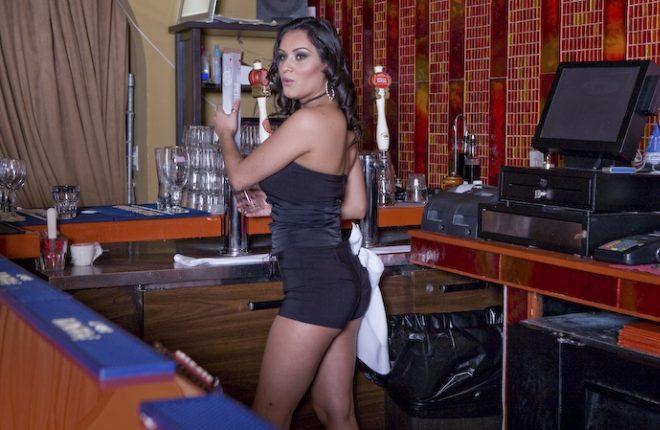 Смотреть секс с барменом всякого