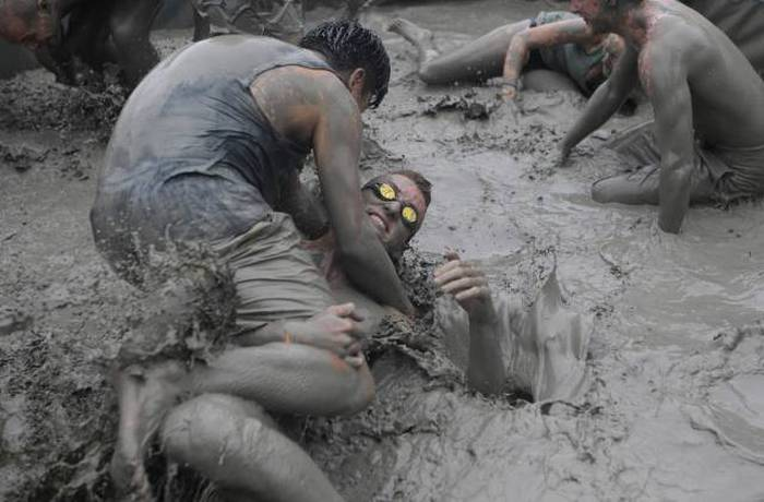Измазанные в болотной грязи смотреть видео фото 709-567
