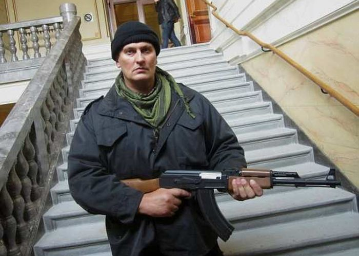 Хорватский кикбоксер, спас девушек арабов, стал героем Кельна (4 фото)