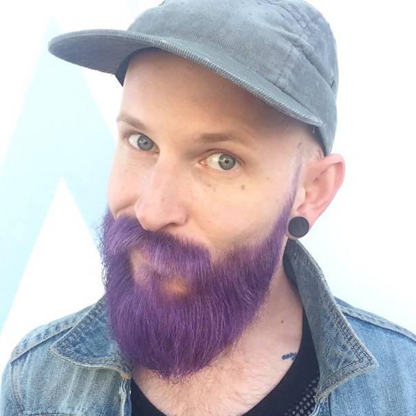Новый модный мужской тренд: волосы и бороды ярких цветов (10 фото)