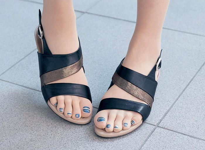 Необычные чулки, с которыми можно не красить ногти на ногах (9 фото)