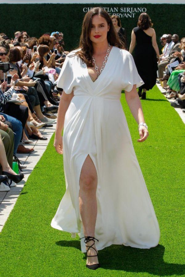 Модели Plus Size на показе мод в Нью-Йорке (21 фото) f29778fdce8