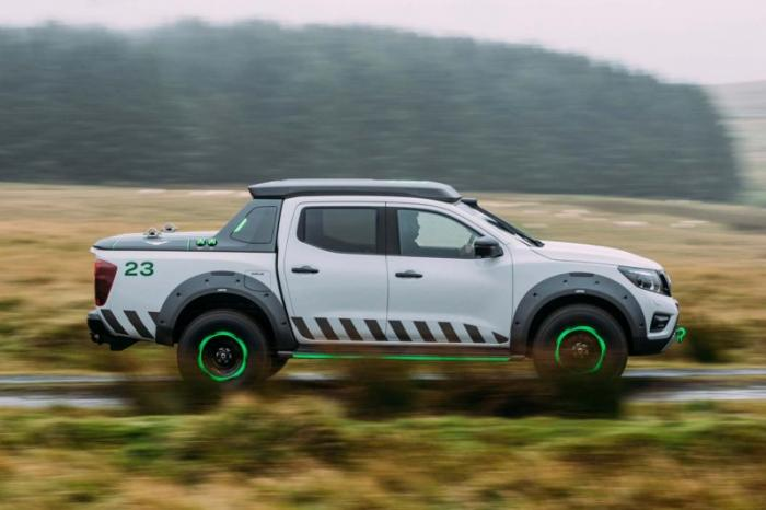 1475046829 009 Nissan Navara pickup truck made of the rescue vehicle (30 photos)