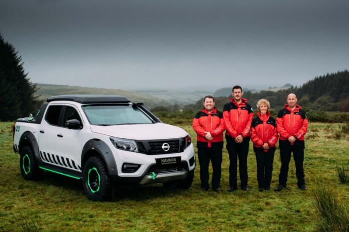 1475046850 006 Nissan Navara pickup truck made of the rescue vehicle (30 photos)