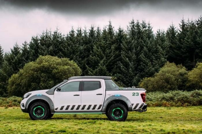 1475046858 008 Nissan Navara pickup truck made of the rescue vehicle (30 photos)