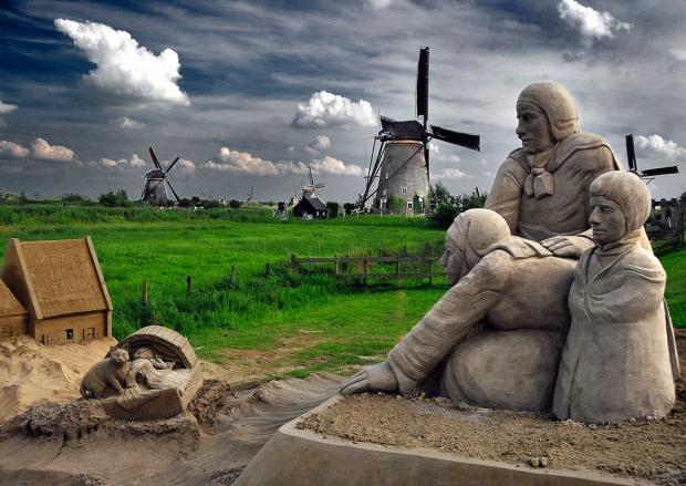 Шедевральные скульптуры из песка (19 фото)