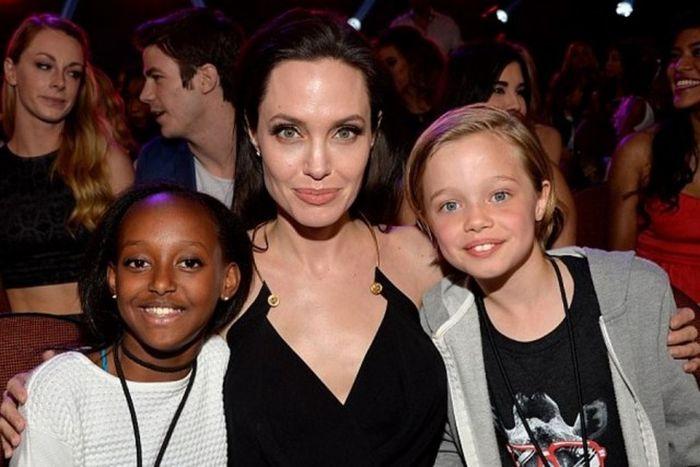 У дочери Анжелины Джоли объявилась биологическая мать (4 фото)