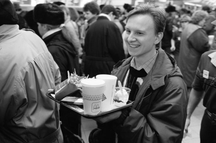 Открытие первого в СССР Макдональдса 27 лет назад (11 фото)