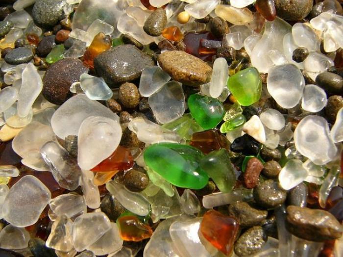 Стеклянный пляж (9 фото)