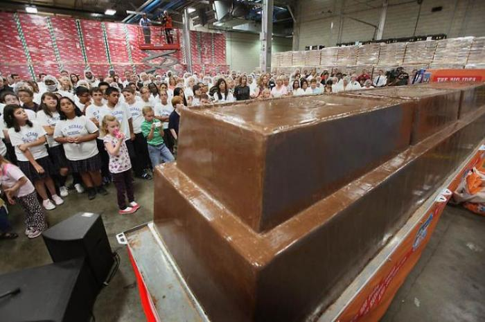 Самый большой ломтик шоколада в мире