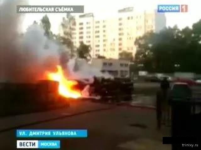 Неизвестные поджигатели машин - теперь и на улицах Москвы (4 фото)