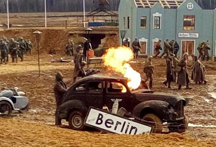 В подмосковном парке воспроизвели взятие Рейхстага (24 фото)