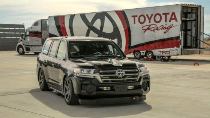 Toyota Land Cruiser разогнали до 370 километров в час (7 фото)